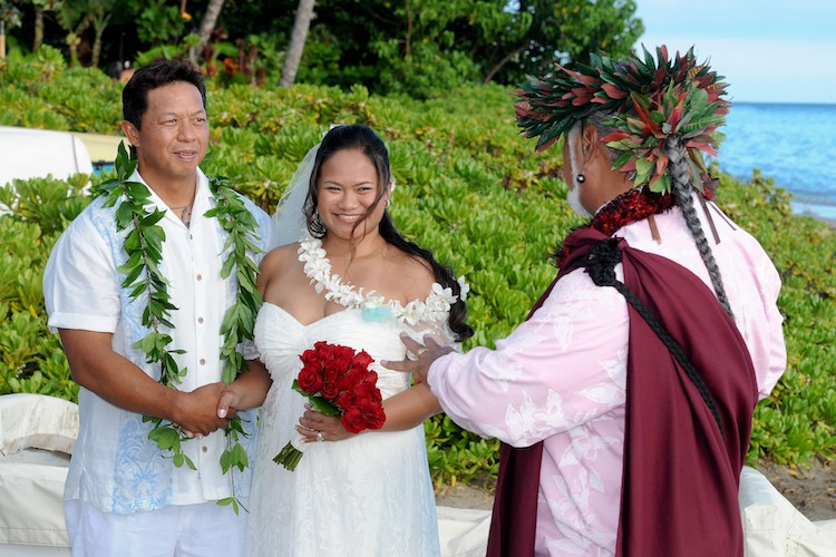 hawaii traditional wedding outfits from around the world wedding dress bride groom