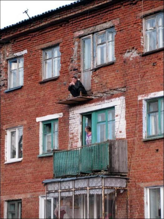 Скромный балкон на одну персону.