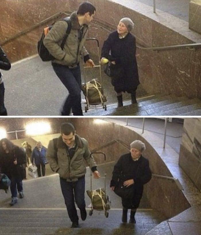 Парень Небрежно Помощь Женщина с ее багаже