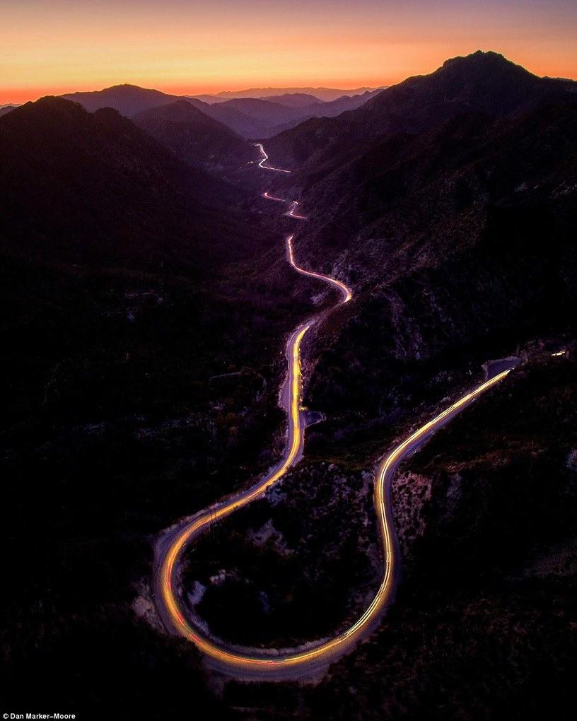 A sunset over the San Gabriel Mountains in California was perfectly captured by Dan Marker-Moore (@danorst)