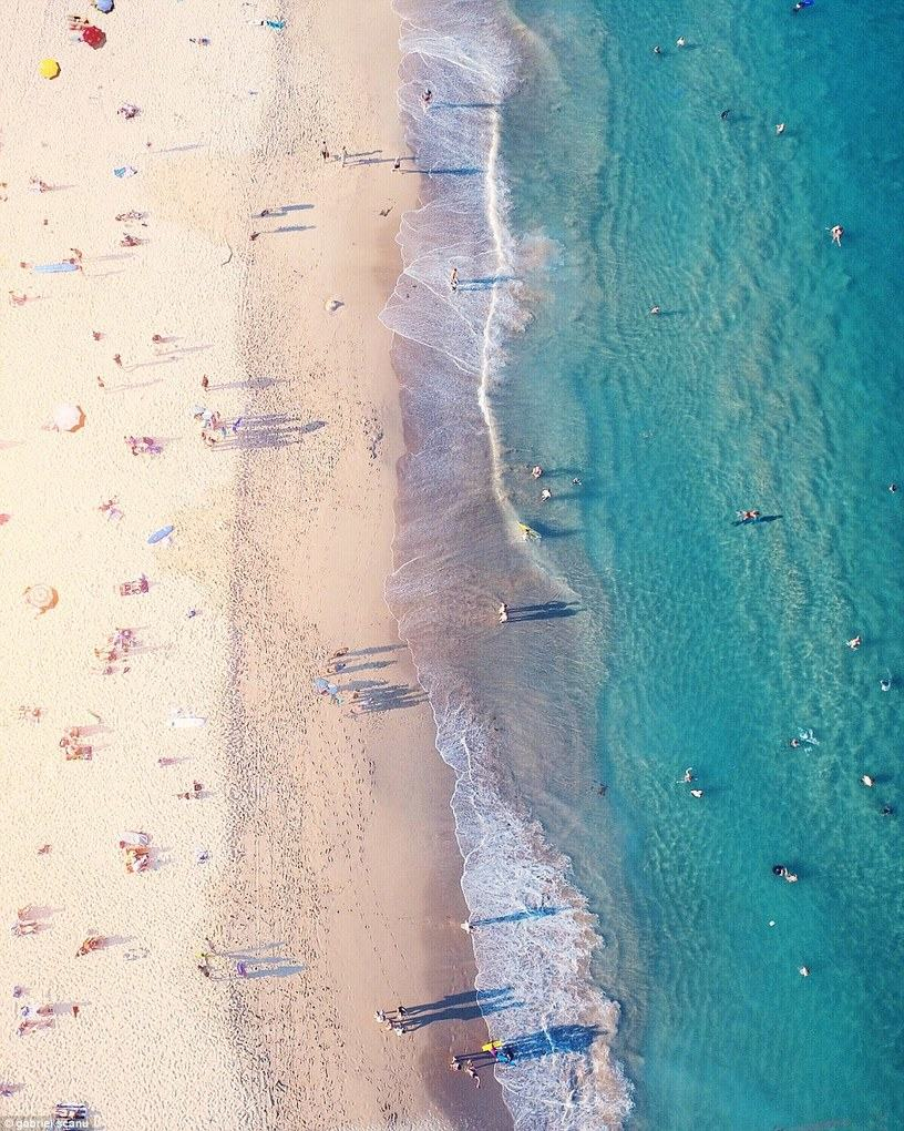 The South Maroubra Beach in Australia looks tranquil when photographed by drone by @gabscanu