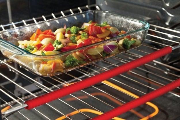 2. Силиконовые помощники для духовки, которые предотвратят случайные ожоги гаджеты, неуклюжие, хитрости