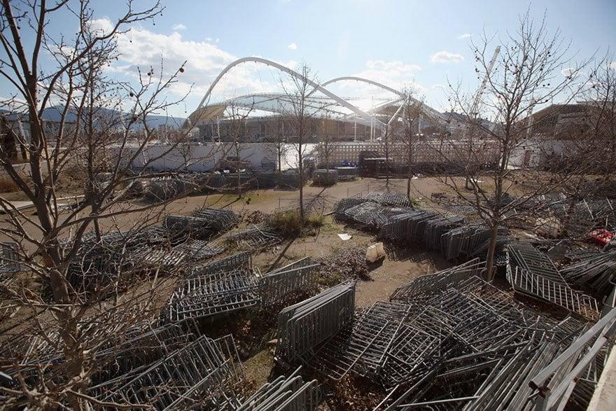Баррикады за пределами стадиона, Афины, 2004 Место проведения летних Олимпийских игр