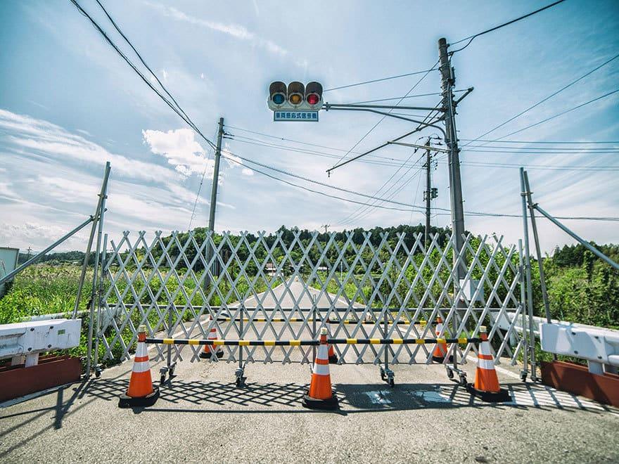Человек-пробирается-в-Фукусиме-exlusion-зона-сегодня-13