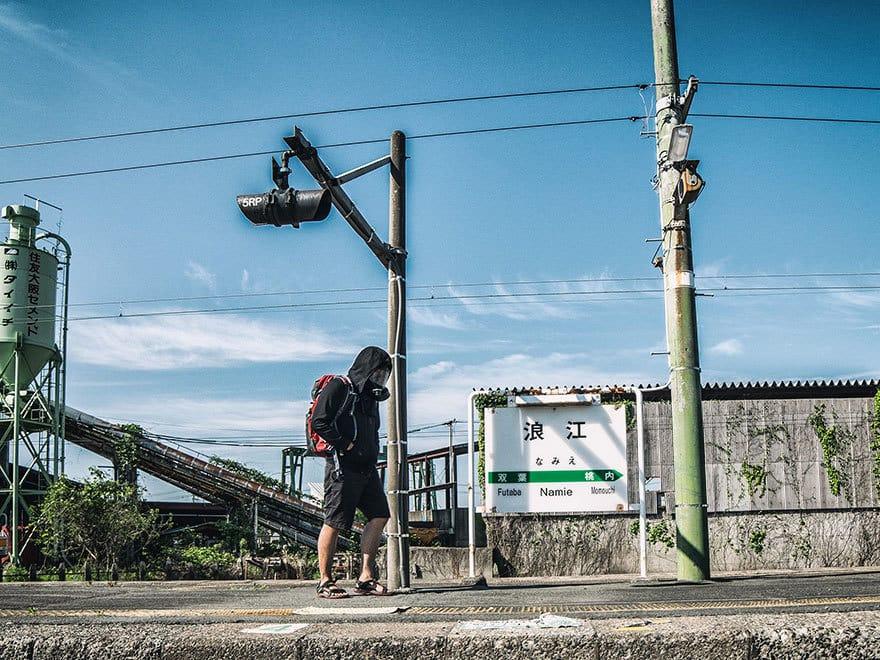 Человек-пробирается-в-Фукусиме-exlusion-зона-сегодня-27