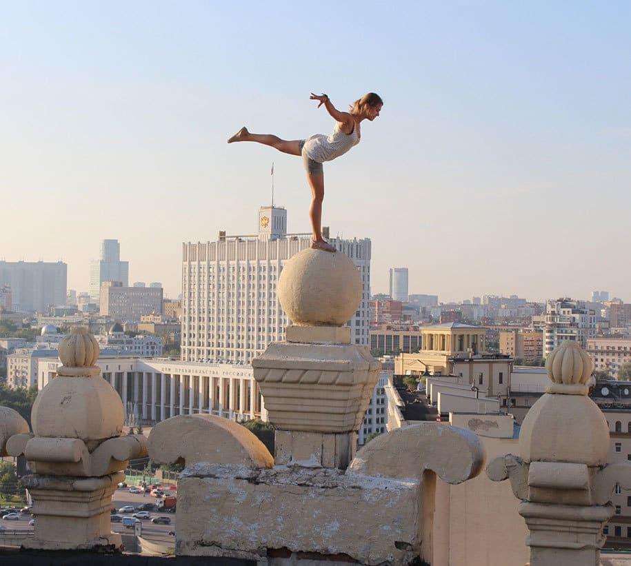 risky-dangerous-selfies-russia-angela-nikolau-53