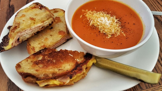Grilled cheese with tomato soup – USA