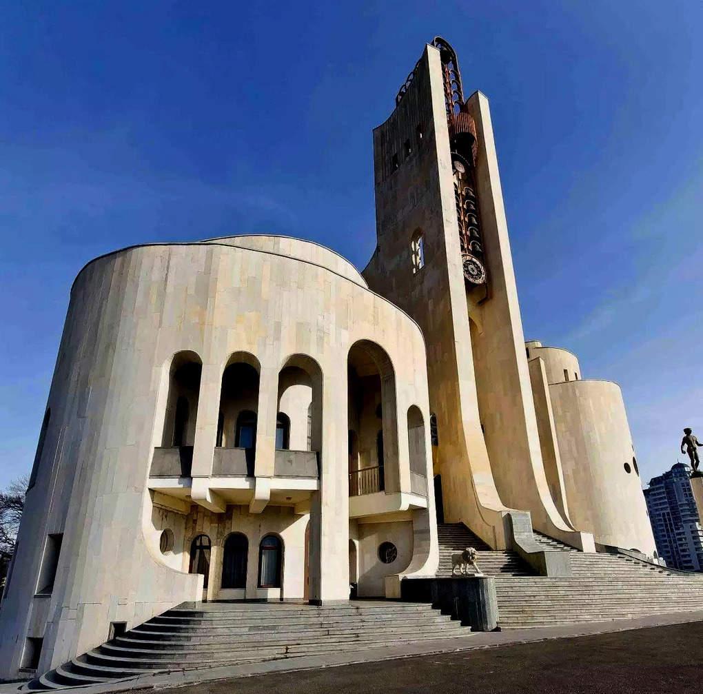 top-15-fantasticheskih-zdaniy-sovetskoy-arhitectury-22