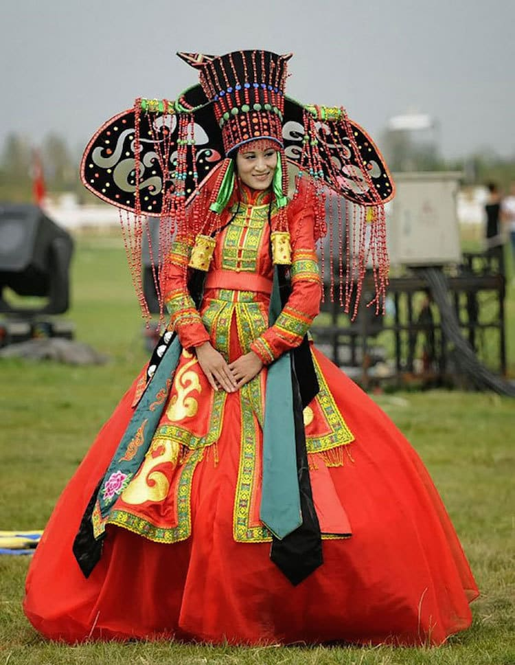 Mongolia traditional wedding outfit bride