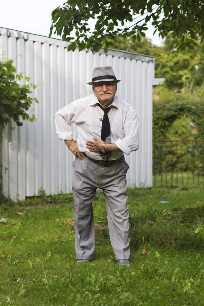 В воскресенье я присоединился к Али, его босс Керима и дочь Керима Betül на прогулку к их друга саду дома из Бранденбурга. Али и Керим был там ночью, и приготовил обед для барбекю нам заранее. Мы наслаждались прогулкой вокруг ...