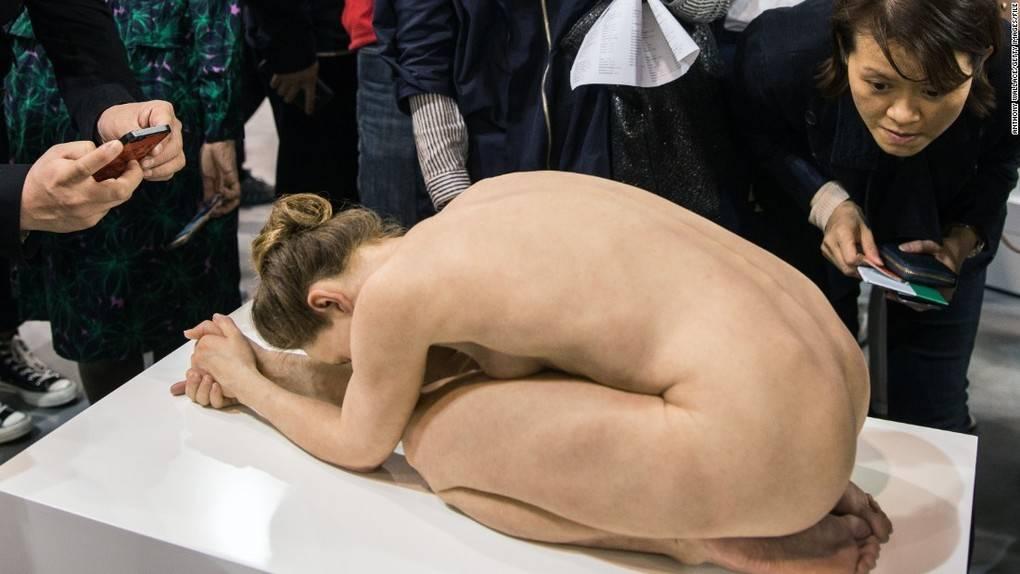 150317125851-art-basel-hong-kong-nude-scuplture-super-169