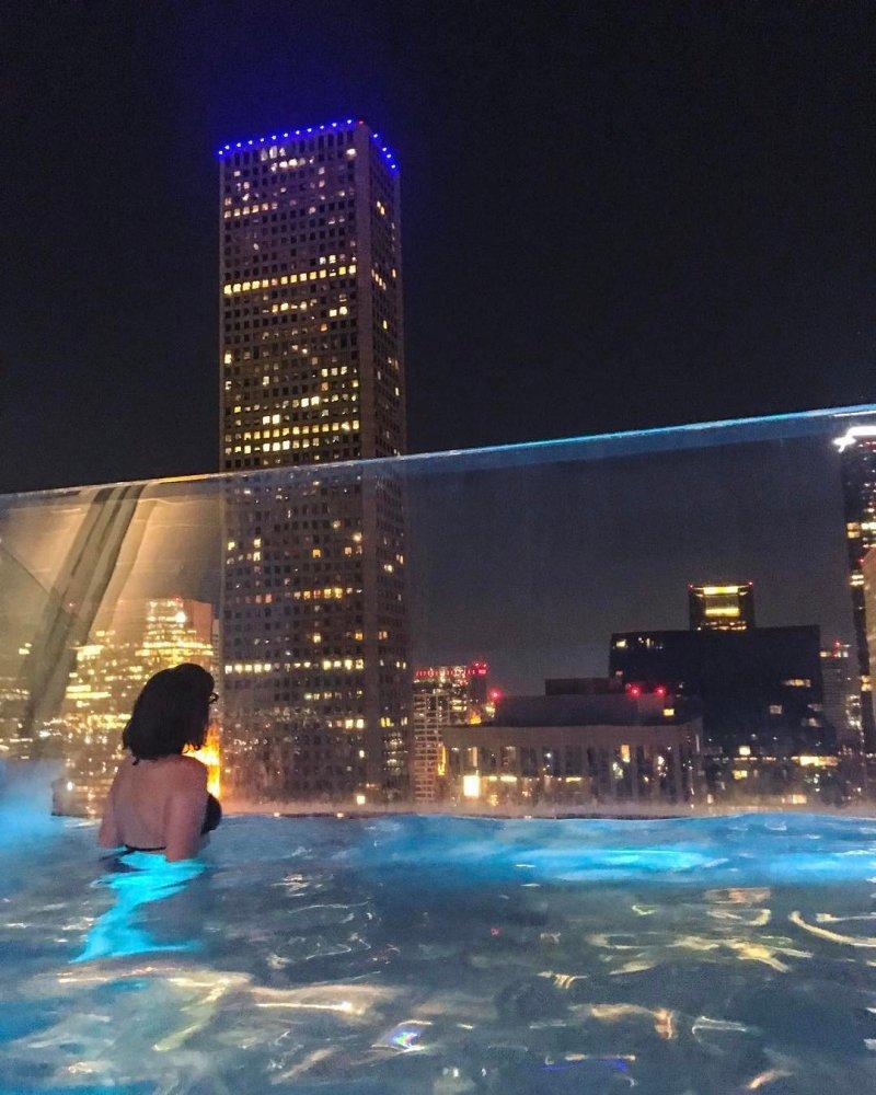 Дно бассейна изготовлено из плексигласа толщиной 20 сантиметров бассейн, видео, сша