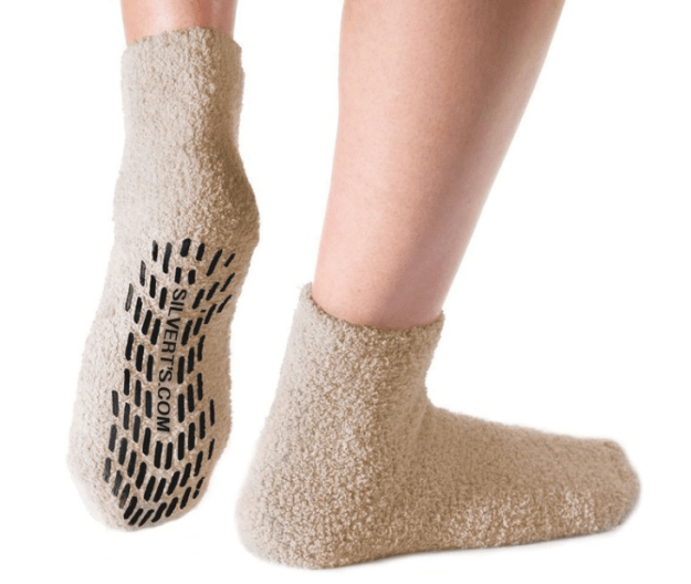 5. Уютные носки с резиновыми стопперами на подошве, которые не дадут вам поскользнуться гаджеты, неуклюжие, хитрости