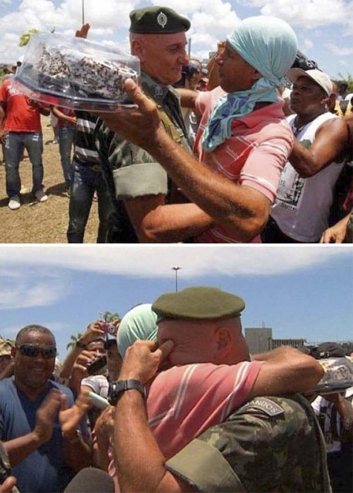 """Во время акции протеста в Бразилии, один офицер сказал: """"Не создавать Эпизоды Пожалуйста, не на мой день рождения."""" Вскоре после этого группа протестующих поражали Его Это"""