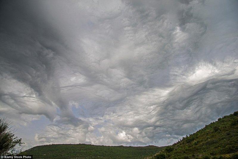Грозные облака, похожие на набегающие океанские волны. оптические иллюзии, природа