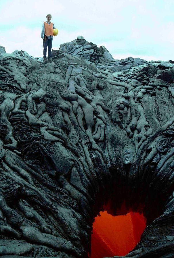 Эта лавовая яма выглядит так, будто она сосать души проклятых в ад