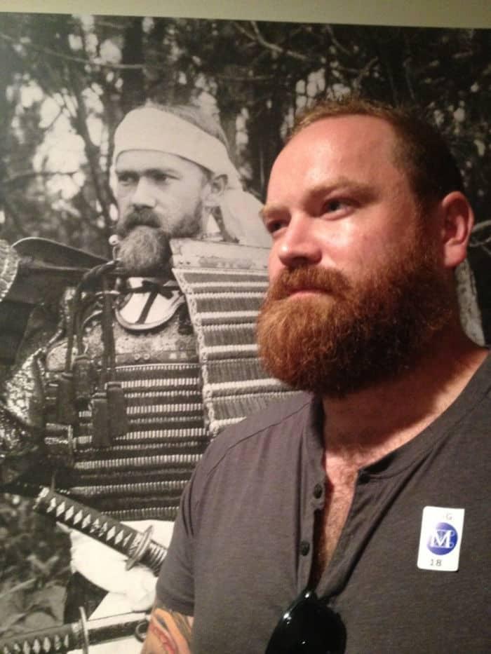 Таким образом, я нашел картину себя одетым как самурай 111 лет назад в Met. По-видимому, я был сборщиком самурайских доспехов, с тех пор я пьян, поэтому я действительно не вспоминаю, но это абсолютно правдоподобно. Это я.