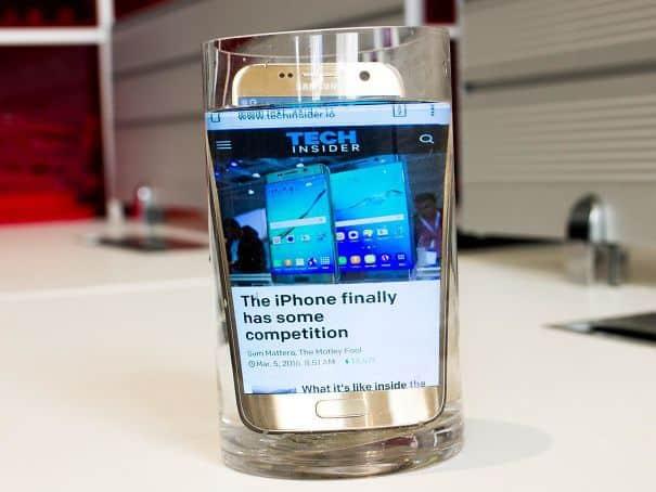 Если ваш экран телефона слишком мал, поместите его в воду. Это увеличит экран до 200%