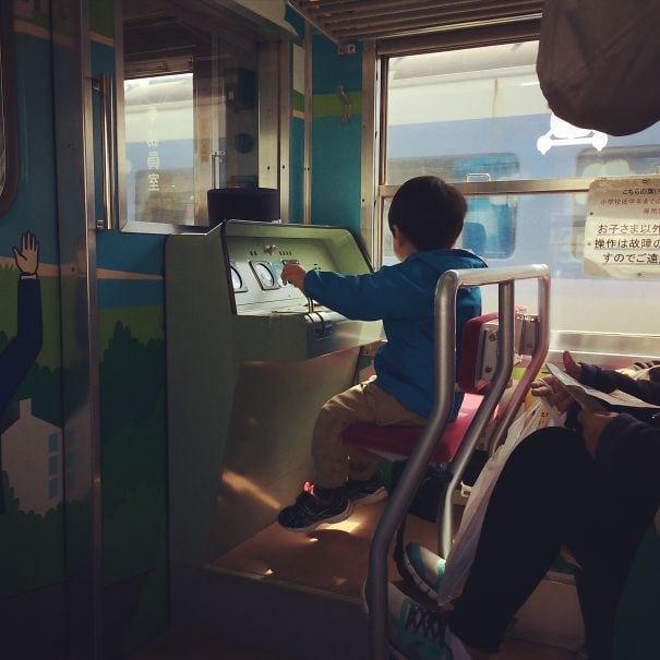 Детское сиденье на железной дороге Фуджикю в Японии