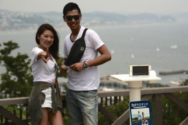 В некоторых туристических точках в Японии есть стойки для хранения вашего смартфона, чтобы вы могли хорошо себя чувствовать