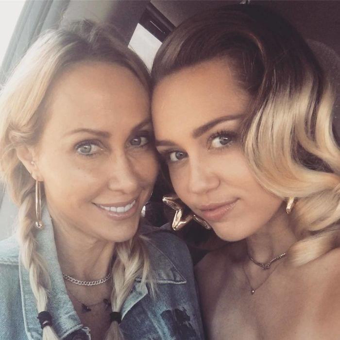 Майли Сайрус с ее матерью Тиш (50)