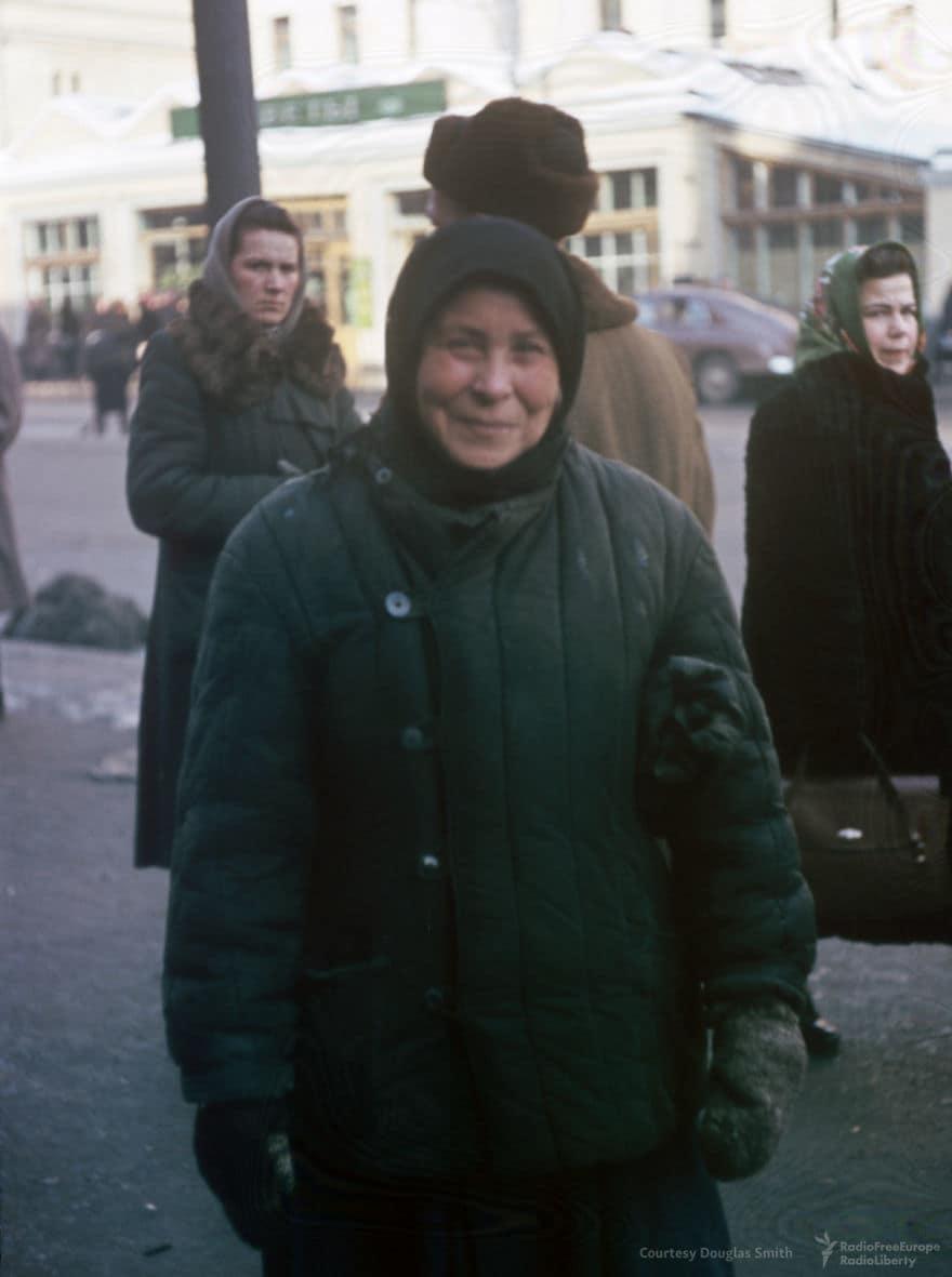 Женщина позы для Мартина на Петровке в Москве