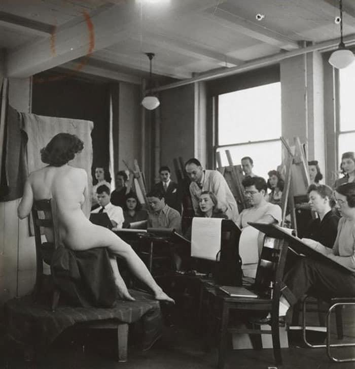 Студенты, рисующие голую модель в художественном классе, 1948, Колумбийский университет