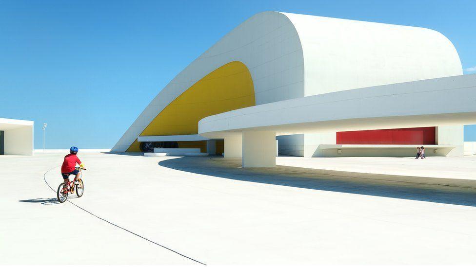 Культурный центр Оскара Нимейера в городе Авилес