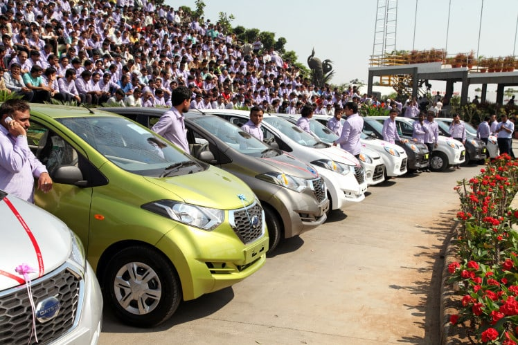 Best boss ever gifts 1,260 cars and 400 flats to his employees