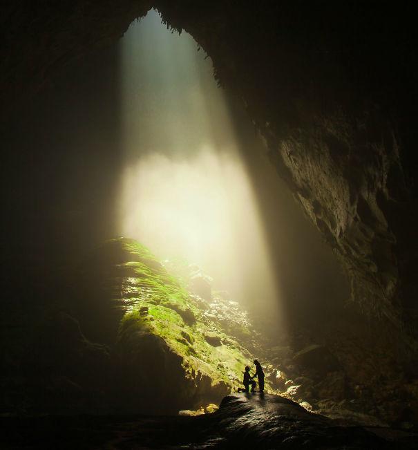 Внутри самой большой пещеры в мире, я опустился на одно колено и попросил мою подругу 6 лет, Леша, чтобы выйти за меня замуж