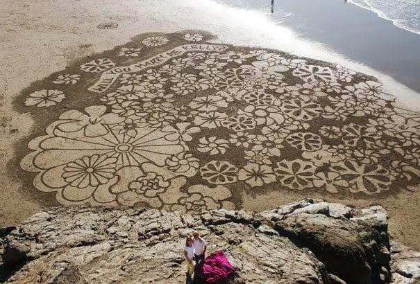 Удивительное предложение в песке