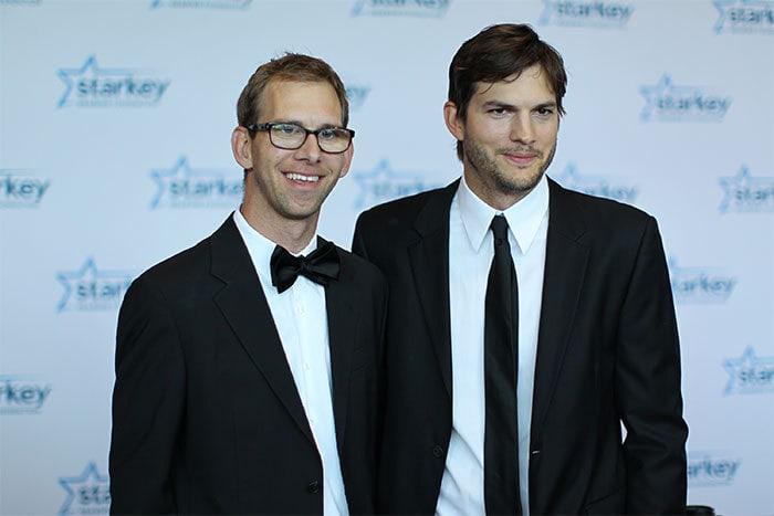 Эштон Катчер с его братом-близнецом Майклом