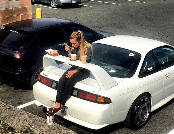 Use Your Car Spoiler As A Picnic Table
