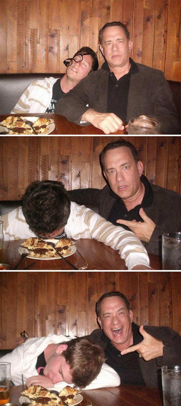 Том Хэнкс был более чем готов фотографировать с поклонниками «Пьяный»