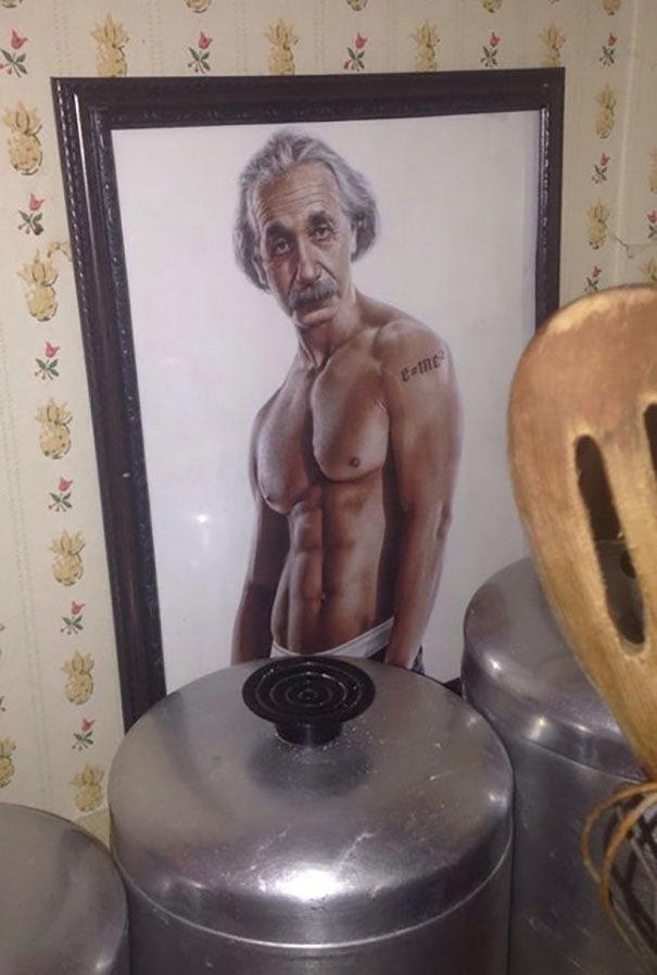 Нашел это спрятанное за некоторыми баночками в моей вдовах, 86-летняя бабушканая кухня. Угадай, у всех нас есть наши грязные маленькие секреты