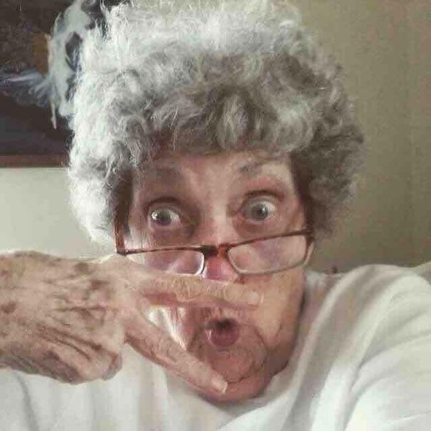 Бабушка моего лучшего друга (83-летняя) сделала себе профиль в Facebook сегодня. Это изображение ее профиля