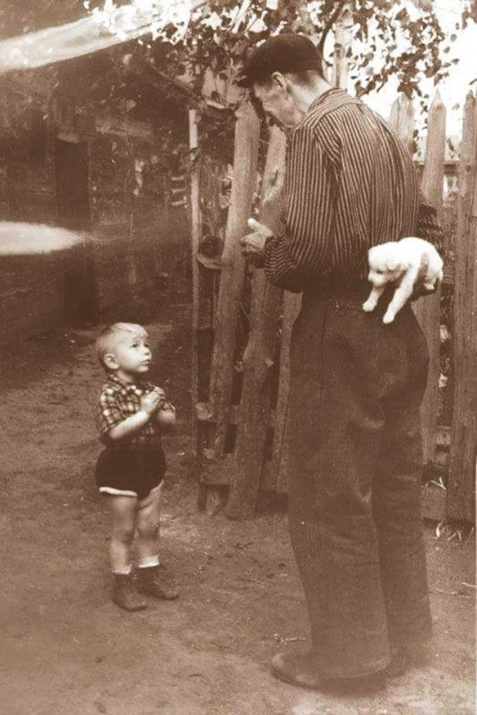 A Few Seconds Before Happiness, 1955