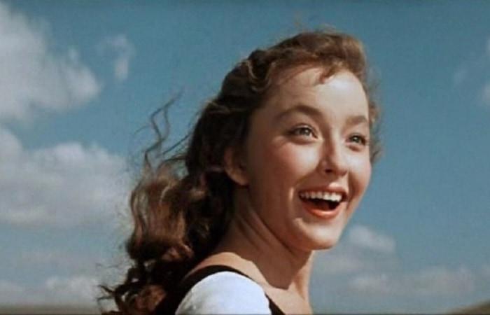Советская и российская актриса театра и кино, народная артистка РСФСР, представительница славной художественно-артистической династии Вертинских.