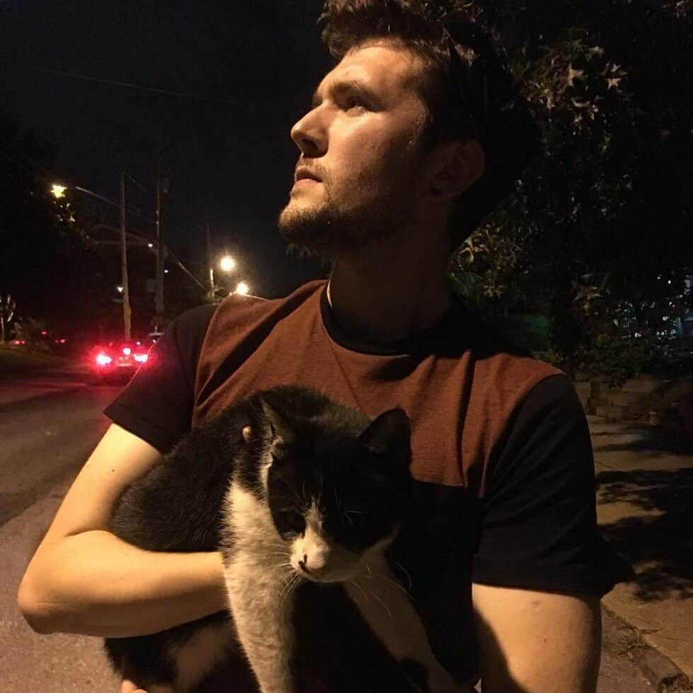 man takes pictures with every cat he meets 7 (1)