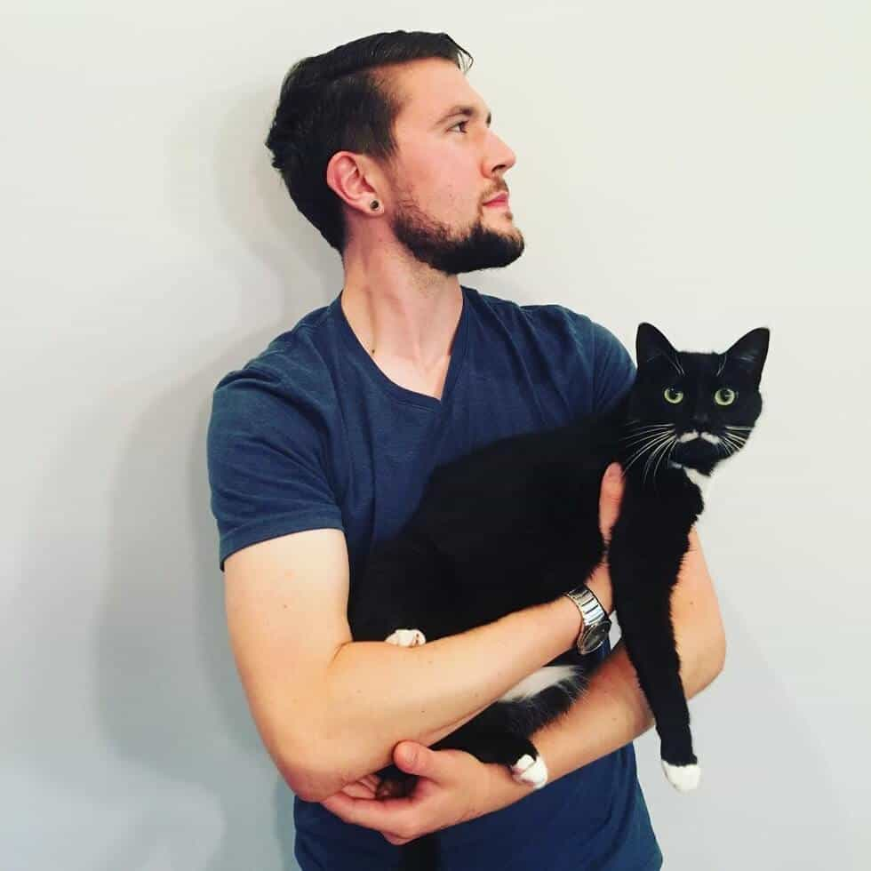 man takes pictures with every cat he meets 9 (1)