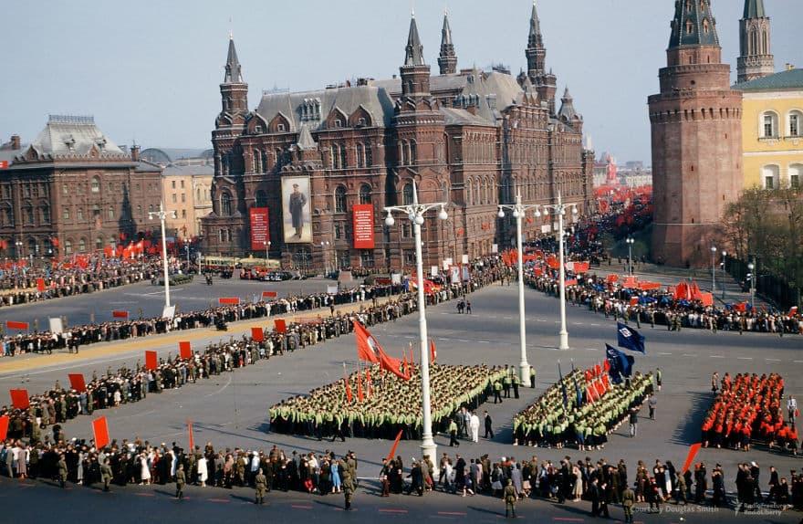 Парад под стенами Кремля