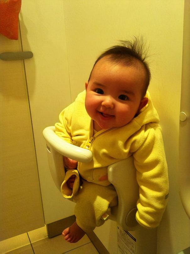 В большинстве ванных комнат установлены детские сиденья
