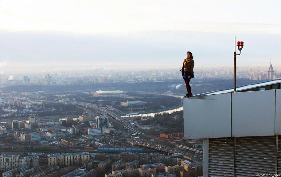 risky-dangerous-selfies-russia-angela-nikolau-57