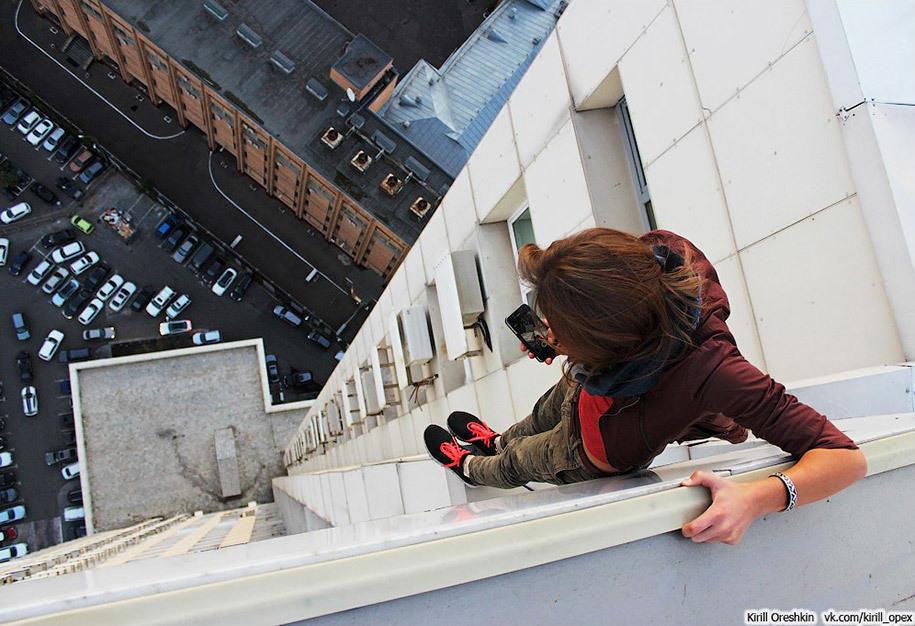 risky-dangerous-selfies-russia-angela-nikolau-58