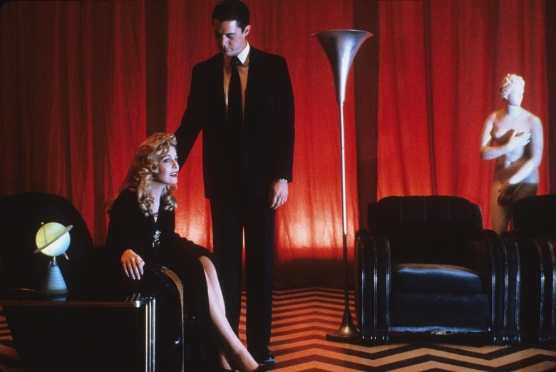 Editorial use only. No book cover usage.Mandatory Credit: Photo by Lynch-Frost/Kobal/REX/Shutterstock (5880137b) Sheryl Lee, Kyle Maclachlan Twin Peaks - Fire Walk With Me - 1992 Director: David Lynch Lynch-Frost/Ciby 2000 USA Scene Still Drama Twin Peaks (Les derniers jours de Laura Palmer)