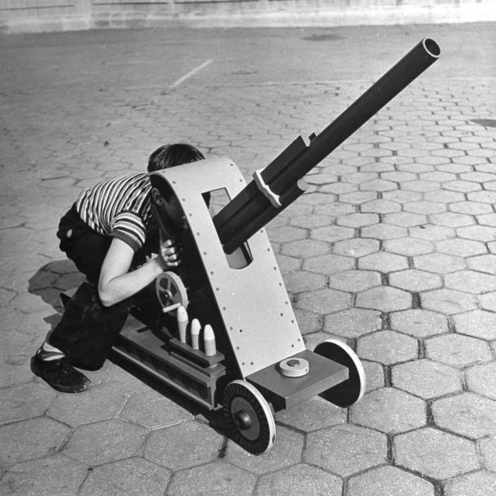 Anti-aircraft gun with actual launching missiles, 1942:
