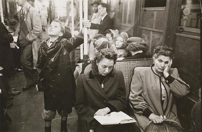 Пассажиры в машине метро, 1940-е годы