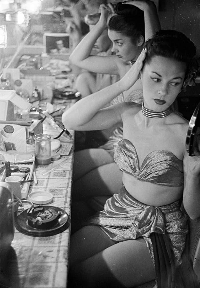 Девушки в клубе Копакабана, 1948