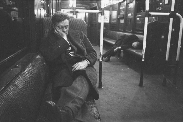Мужчины, спавшие в машине метро, 1946