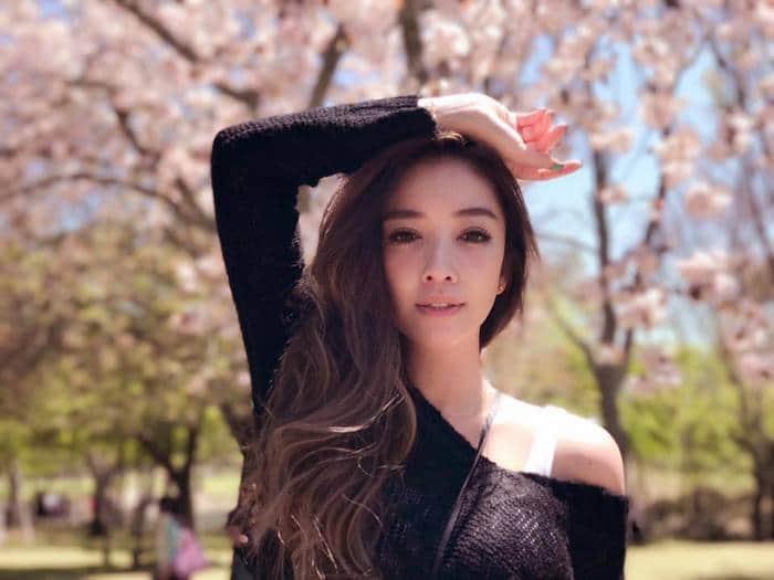 youthful-taiwanese-woman-mother-sisters-lure-fayfay-sharon-hsu-11